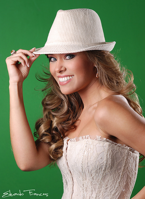 Tv hostess Luciana Sandoval (client Tvmedia)