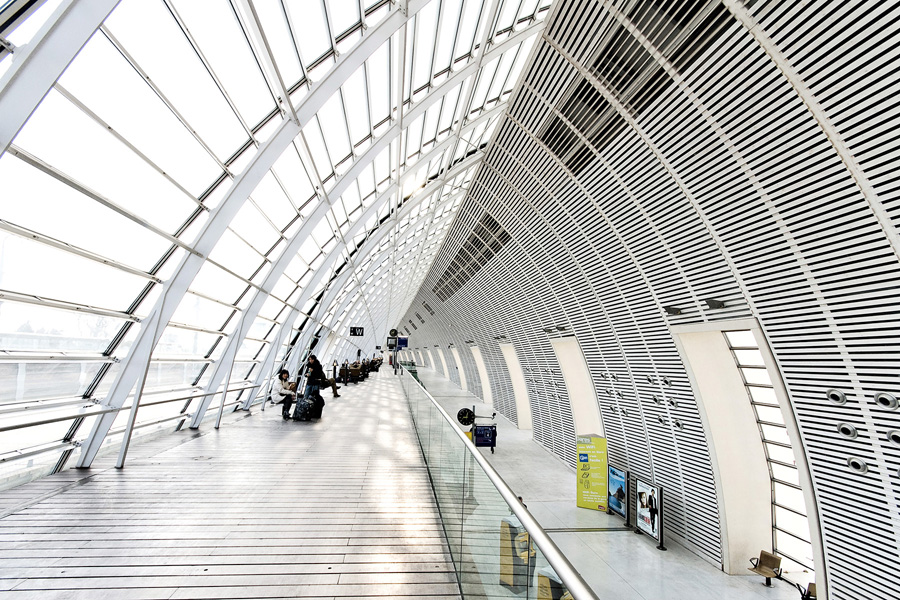 Architecture Photography: Gare Avignon TGV raliway station by architects Jean-Marie Duthilleul and Jean-François Blassel, France