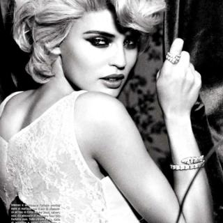 bianca-balti-by-ellen-von-unwerth-for-vogue-i-L-c_J9KN