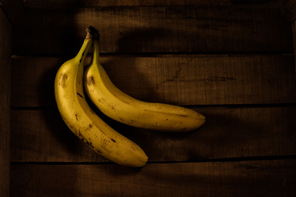 Soh Fong chose a diffused side light for her bananas in a corner of a small box. & Arc of Beauty: Side to Back Lighting u2013 ESSENTIALS For Photographers